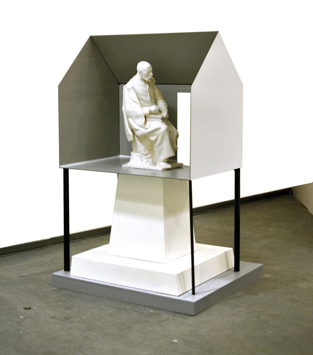 Model 1 : 4
